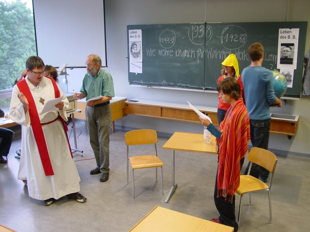 Szene aus Bührers Drama auf der Klassenzimmerbühne